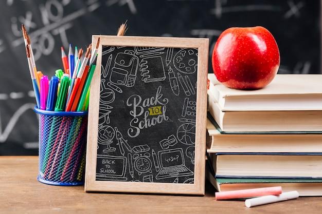 黒板で学校概念に戻る正面図