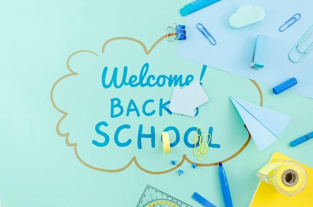 青い供給と学校に戻るトップビュー