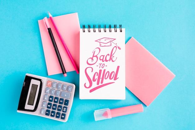 事務用品と学校に戻るトップビュー