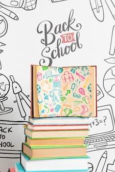 開いた本を持つ学校に戻る正面図