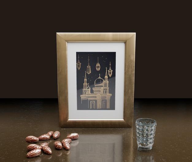 フレームと乾燥した日付のイスラム正月飾り