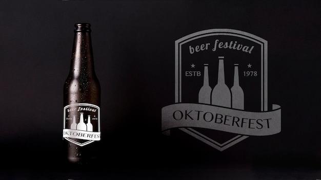 Октобер фест макет пива с черным фоном