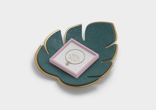 Высокий вид монстера декор цветок и кольцо