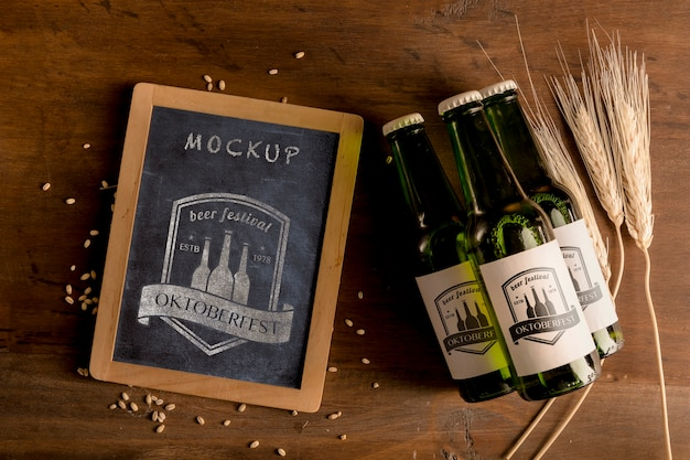 木製のテーブルのビール瓶