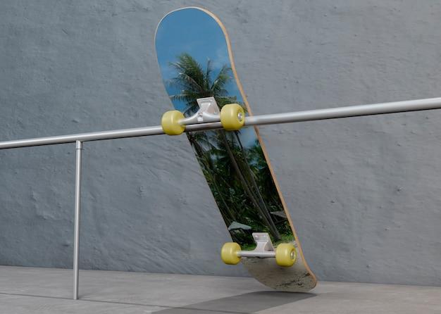 Красочный скейтборд лежит на стальной балке