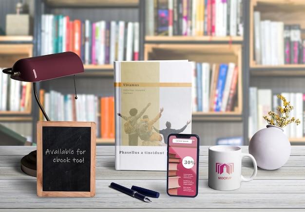 机の上のシーン作成者要素の正面図