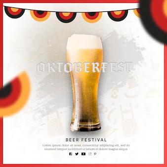 カラフルな旗とビールのおいしいグラス