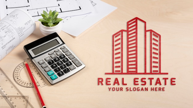 Логотип недвижимости с калькулятором