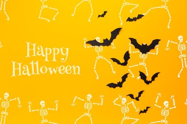 ハロウィーンの日にコウモリとスケルトンを描く