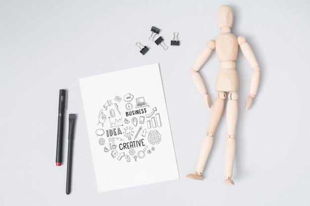 モックアップと木製の人形のトップビュー