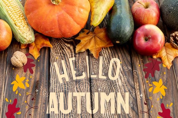 こんにちは、木製の背景に野菜と秋