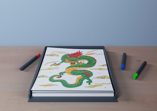 Красочный и художественный рисунок змеи на листе