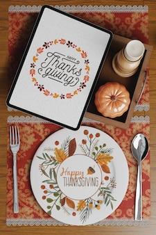 感謝祭の日のエレガントなテーブルのセットアップ