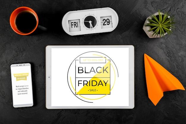 机の上の黒い金曜日モックアップコンセプト