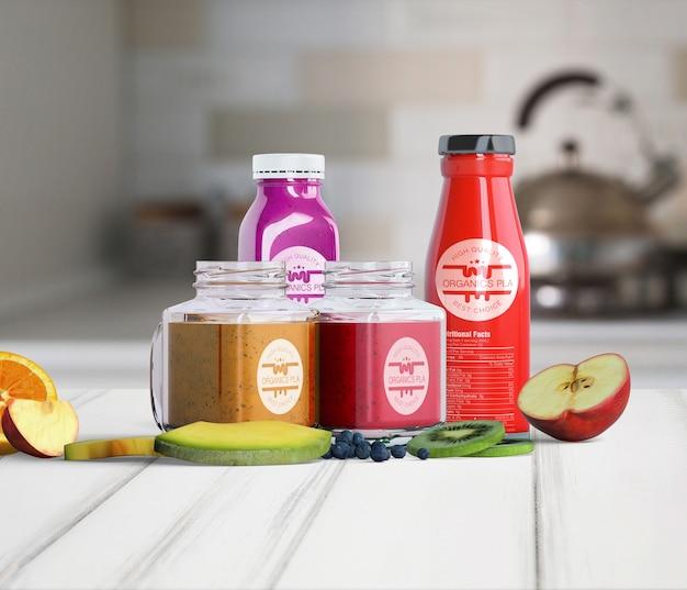 フルーツジュースで満たされたさまざまな容器の正面図
