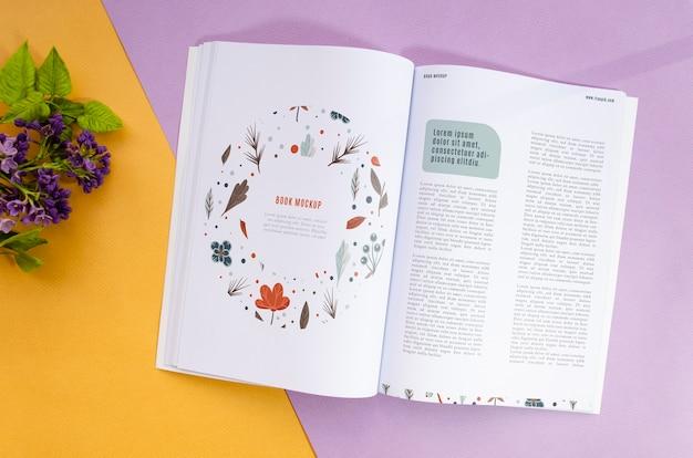Открытый журнал рядом с лавандой макет