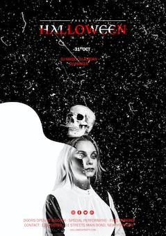 ハロウィーンの頭に頭蓋骨を保持している女性