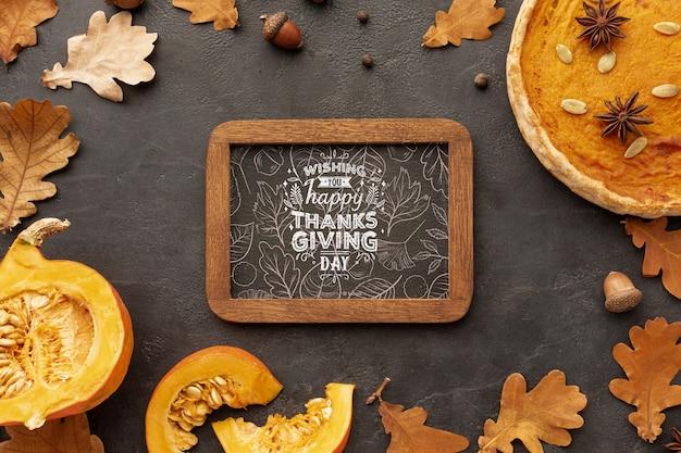 Рамка благодарения с осенними листьями с деревьев