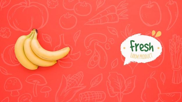 バナナとシンプルな赤の背景