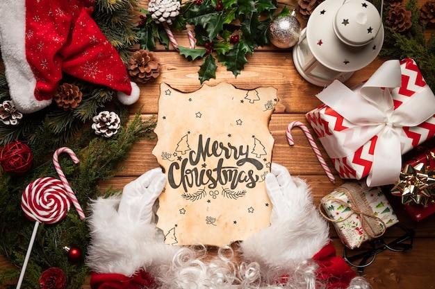 手紙のモックアップとクリスマスの飾り