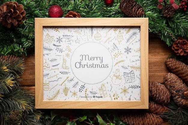 フレームのモックアップとクリスマスパインの装飾