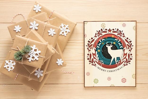 Вид сверху рождественские подарки с макетом