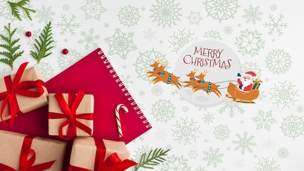 Рождественская композиция с подарочными коробками