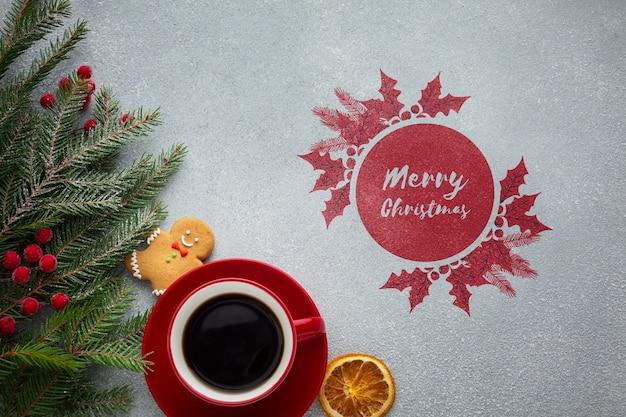 Вид сверху чашка кофе с акварельным дизайном с рождеством