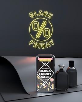 Черная пятница макет телефона с желтыми неоновыми огнями