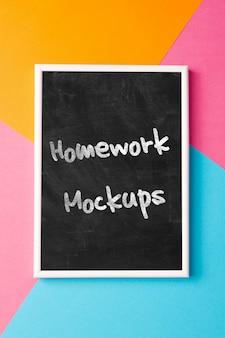 宿題のメッセージを黒板