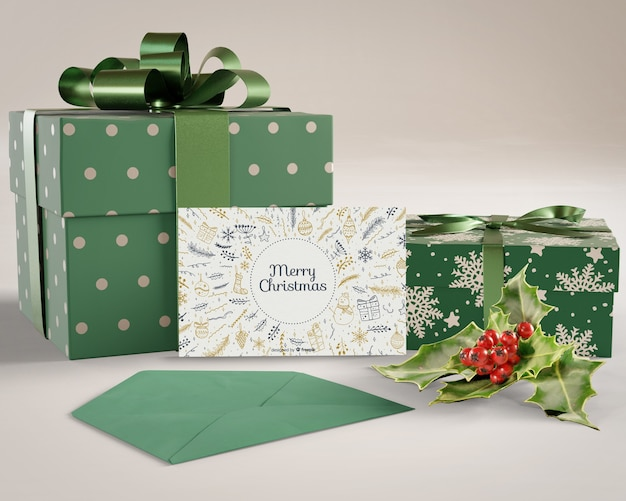 Подарки и рождественская открытка подготовлены