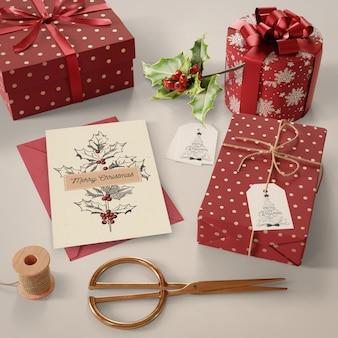 Стол заполнен подарками на рождественский макет