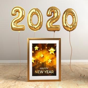 新年の黄金の風船とモックアップフレーム