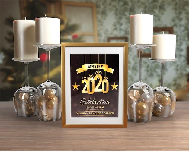 テーブルの上の新年の夜の装飾