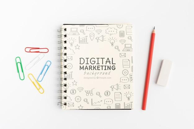 Цифровой маркетинг каракули блокнот с карандашами вид сверху