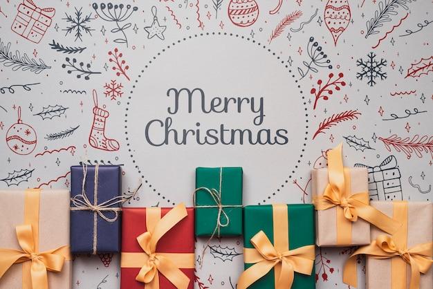 Композиция из разноцветных рождественских подарков