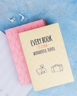すべての本は新しい素晴らしい旅行引用の概念です
