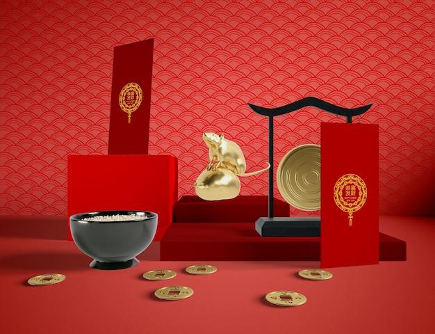 Чаша из риса и золотой крысы китайский новый год