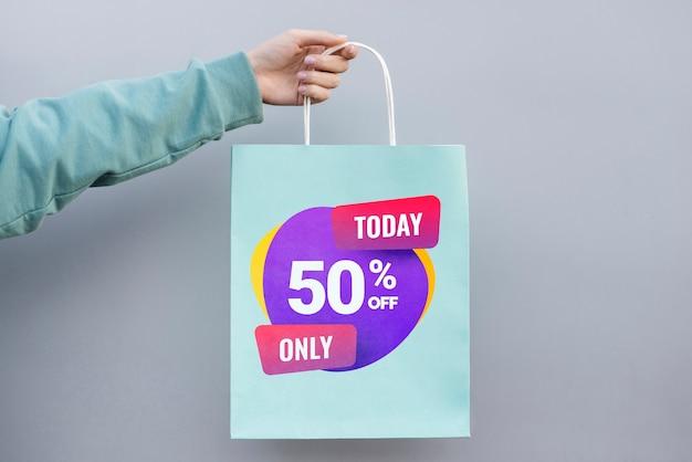 Вид спереди бумажный пакет с продажами