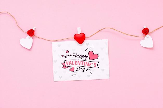 幸せなバレンタインデーのコンセプトのモックアップ