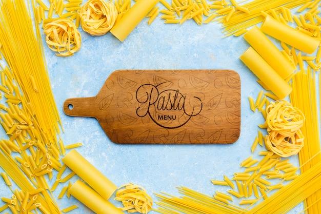 イタリア料理の背景のパスタフレーム