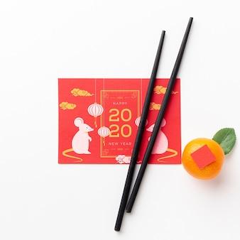 Китайский новый год концепция с палочками для еды