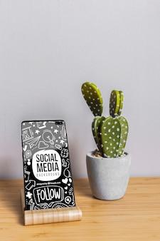 ソーシャルメディアの概念と電話のモックアップ