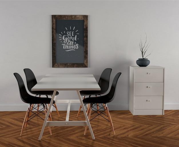 壁に掛かっている木製フレームモックアップ