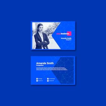 Шаблон визитной карточки с деловой женщиной