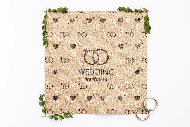 リング付きのエレガントな結婚式の招待状