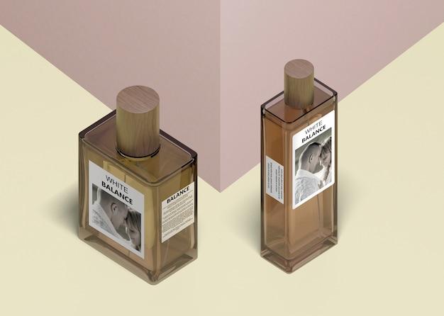 香水の異なる形状のボトル