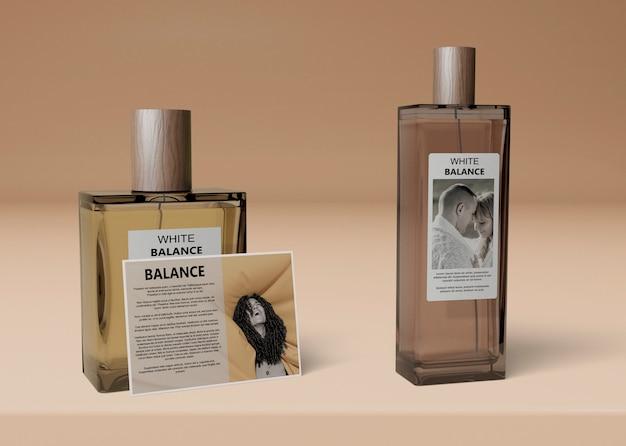 香水用の異なるボトル形状のモックアップ