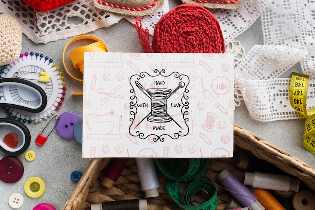 裁縫用具とカードのモックアップ