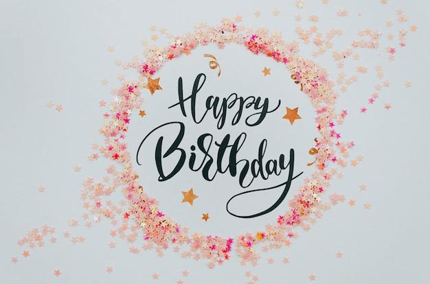 紙吹雪のピンクの円形フレームにお誕生日おめでとう